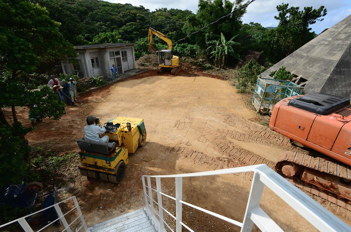島の人たちの協力でよみがえっていく施設。2012年