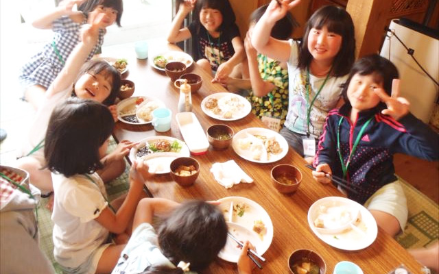 【食堂♡】島のお母さんたち手作りのごはんを食べます。