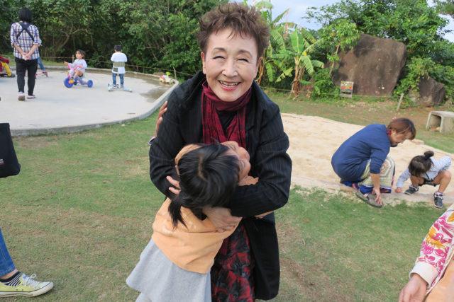 球美の里保養施設で子どもたちと遊び、カレーを一緒に食べました。